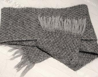Classic woolen scarf, handmade.