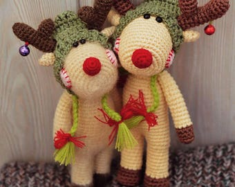 Knitted deers