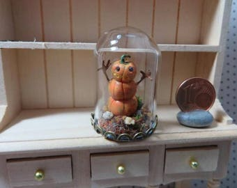 Glass Dome with Pumpkin Man (Dollhouse miniature / 1:12 scale)