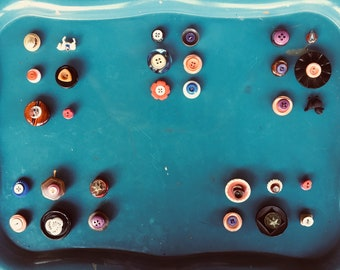 """Vintage Buttons upcycled into magnets! Help get your Notes noticed! READ ME NOW! These say """"notice me, love me, read me, don't Ignore me!"""""""