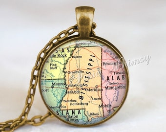 MISSISSIPPI MAP Necklace, Mississippi Map Pendant, Mississippi Keychain, Mississippi Necklace, Mississippi Jewelry, Mississippi Map Souvenir