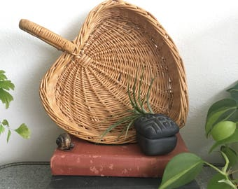 Heart Shaped Basket Woven Leaf Shape Wallhanging Basket Wall