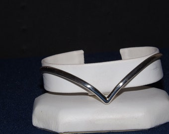 Womans sterling silver chevron bracelet...