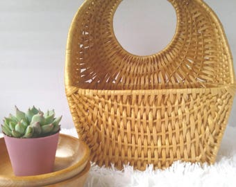 Wall hanging basket . pocket basket . vintage wicker basket . wall decor . boho decor . wall basket . pretty tan straw basket