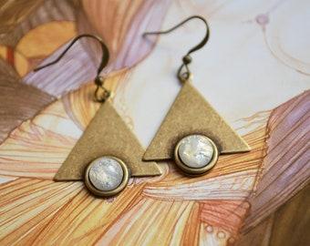 "Earrings ""Art nouveau"" bronze colored, iridescent white cabochon"