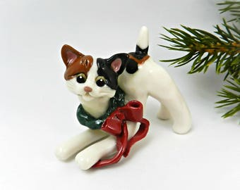 Japanese Bobtail Cat Porcelain Ornament Christmas Figurine with Wreath