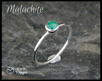 Green malachite skinny ring, sterling silver 0.925, 5mm cabochon, 1.2 mm wide ring, made at your size.Thin ring, stacking ring.