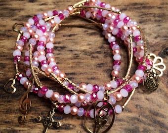 Pearly Pink Combination Bracelet Set with gold plated charms - Pulseras Semanario Combinacion Rosita y Perlitas dijes de chapa de oro