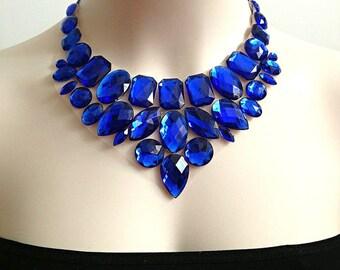 Bavoir bleu saphir tulle strass collier