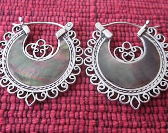 Balinese Sterling Silver Black Mother of Pearl Hoop Earrings / Bali handmade jewelry / silver 925 / nacre /(#40m)
