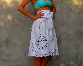 white embroidered ... vintage skirt ... boho shabby Chic skirt S/M/L with a big bow
