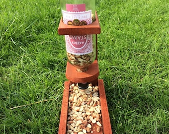 Self replenishing bird feeder