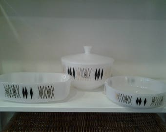 4 pc. VINTAGE FEDERAL GLASSWARE. Heat proof.  Black Diamond Design.