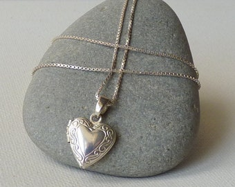 Small Sterling Silver Heart Locket Vintage Minimalist Memory Locket Romantic Jewelry, Retro Art Deco Locket 925 Jewelry, Silver Photo Locket