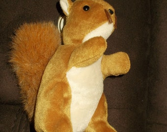 TY Beanie Baby - NUTS the Squirrel 1996 / Free Shipping