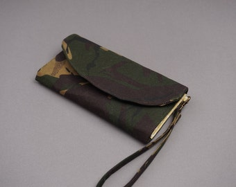 Camo Wax Coated Wristlet Purse - 2018 New Collection Purse - Leather Look Wallet for Ladies - Camouflage Wax Coated Purse