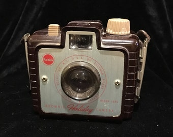 Vintage Eastman Kodak Brownie Holiday Camera - It's a Brownie! - 1955 - 1957 Mid Century Camera - No Flash Necessary! - Bakelite - WORKS