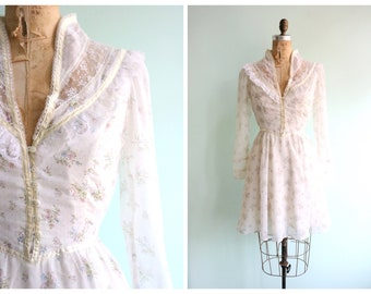 Vintage 1970's White Floral Mini Gunne Sax Dress | Size Small