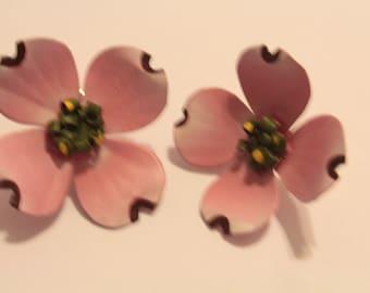 Boucles d'oreilles de cornouiller rose en aluminium