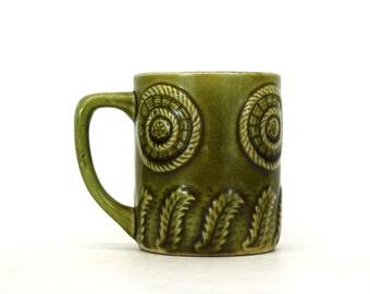 Vintage Green Ceramic Mug with Fern and Basket Theme (E4952)