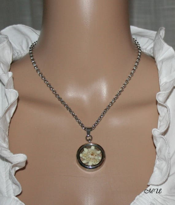 Necklace with cultivated edelweiss in a medaillon