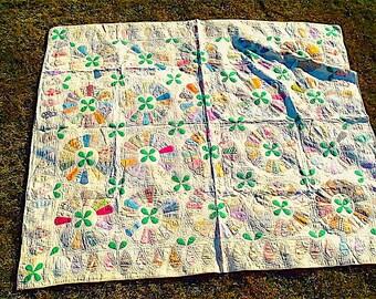 Antique Quilt, Dresden Plate Pattern, Cotton Prints, ca. 1900