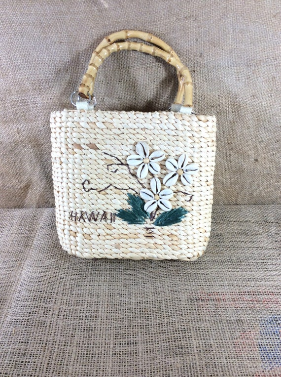 Hawaiian straw and seashell purse, Hawaii handbag, straw purse with seashell flower design, vintage Hawaiian purse, Hawaii seashell purse