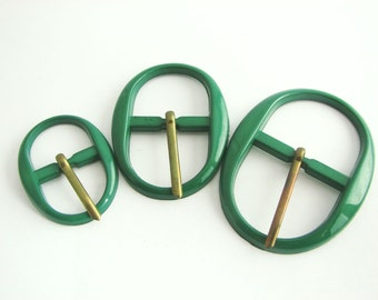 Green plastic buckles, 3 sizes available, Vintage oval belt buckles with prongs, unused!!