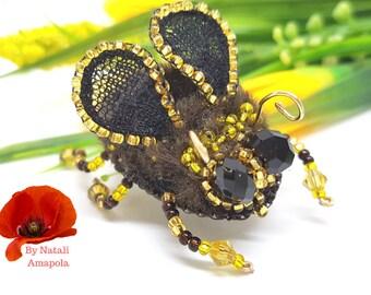 Honey bee brooch, Bumble bee brooch Bee pin - embroidered brooch Bee brooch, bumblebee pin, bumblebee brooch, insect brooch Gold bee brooch