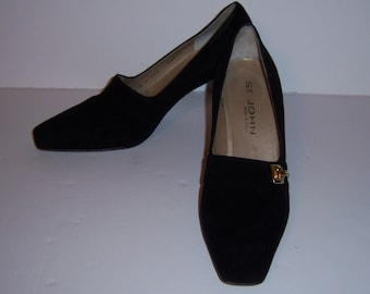 Vintage St. John Black Suede Classic High Heel Pumps Shoes 8 M Made In Italy Gold Buckles