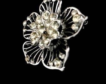 Vintage 40s Cut Glass Flower Brooch   GJ2829