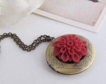 Burgund rot Mama Medaillon Halskette. Antik Messing Floral graviert runden Medaillon Halskette. Muttertag Geschenk. Jahrestag Geschenk Nachricht Foto Medaillon