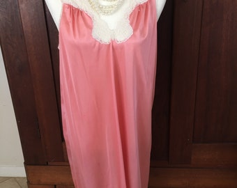 M / Vanity Fair /Peach Nightgown/Medium