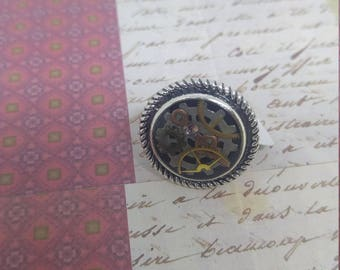 Gears - steampunk inspired round silver ring with cogs and gears in resin setting