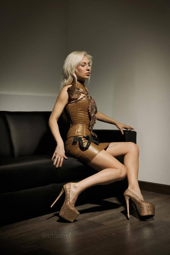 Rock kunstleder braun steampunk extravagant ösen nieten rüschen sample sale