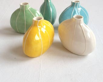 Small bud vase in bright colors. Mothers day gift w/gift wrap. Simple modern table decorations. Bridesmaids gift. By Kri Kri Studio Seattle
