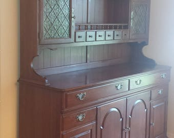 BEAUTIFUL Pennsylvania House Solid Cherry Dining Hutch China Cabinet