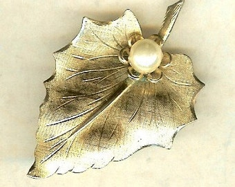 Gold Tone Leaf with Faux Pearl Vintage Brooch ~ Retro Jewelry ~ Vintage Brooch