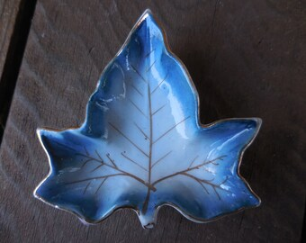 Vintage 1950s to 1960s Tiny Little Ceramic/Porcelain Butter Pat Dish Maple Leaf Shaped Japan Made Blue With Gold Trim