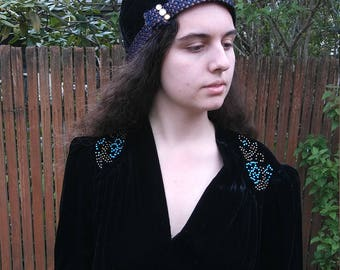1920s Model by Feingold velvet brimless cloche hat