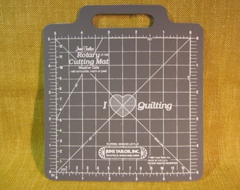 """June Tailor mini rotary cutting mat 5"""", 1/8"""" increments, superior durability,gridded,non skid,textured,handle,quilting, made in USA"""