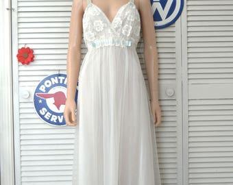 Vintage Womens 60s Nightgown & Robe 2 Piece Peignoir Set White with Lace Trim Gotham Lingerie Full Length Nylon Honeymoon 40 Medium Pin Up