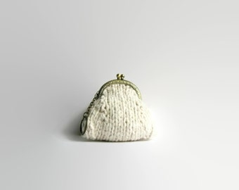 Coin Purse Knitted in Natural White Cotton - Kiss Lock, Keychain, Pouch, Clasp, Small Change Purse, Cute Gifts for Women Under 20