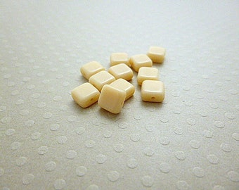 Set of 10 beads 6 mm square l Op. Lt. Tan - CBPC6 0772