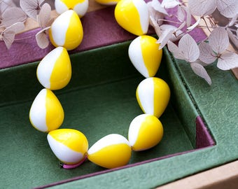Vintage Lucite Beads Chunky Yellow White Lucite Teardrop Beads 14x18mm