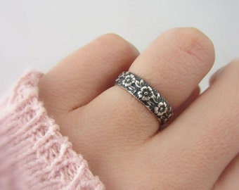 Sterling silver flower band ring, nature engagement ring, nature inspired wedding ring, silver rustic band ring, promise ring for her
