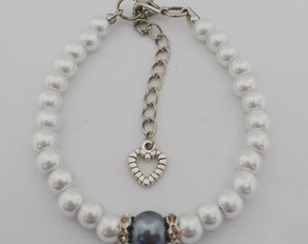 Pearl bracelet with glitter stone