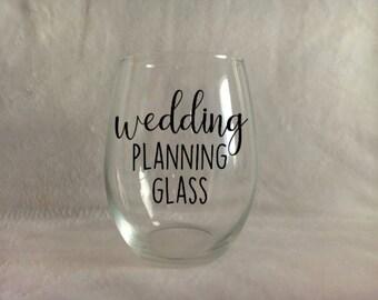 Wedding planning wine glass, Engagement gift, Engagement wine glass, Bride wine glass, Bridal gift, Wedding planning glass, Gift for bride