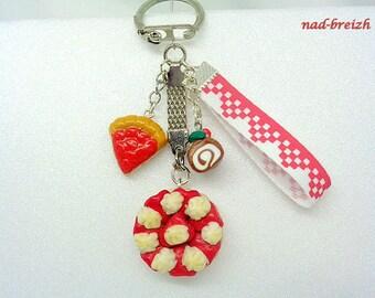 "Delicious polymer clay Fimo ""Strawberry pie"" keychain + strawberry pie + log Christmas + Ribbon - handmade"