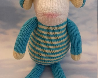 Toy mouse hand knitted